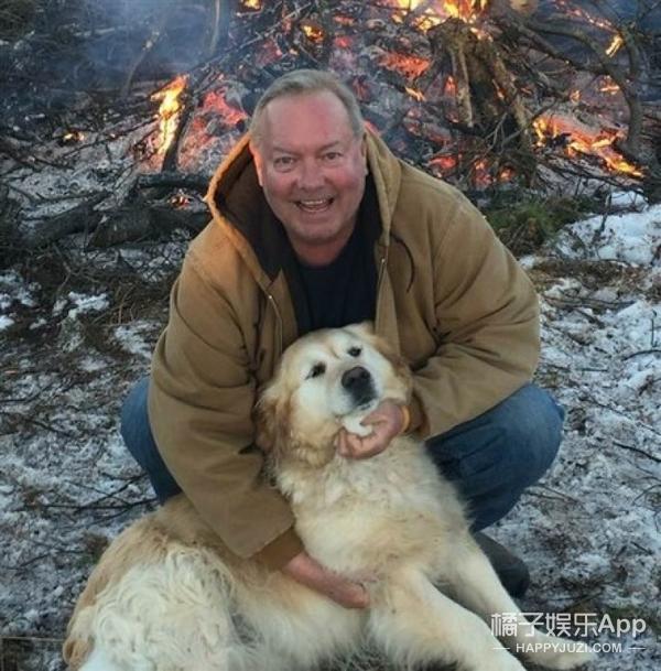 主人瘫痪在雪中,忠犬用狗毛贴身暖了他20小时,救回一命