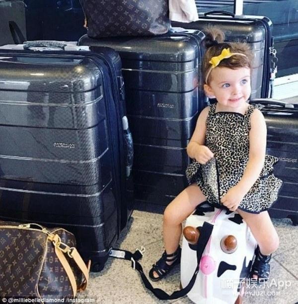又是别人家的,这个两岁的时尚达人每张照片能挣250美元