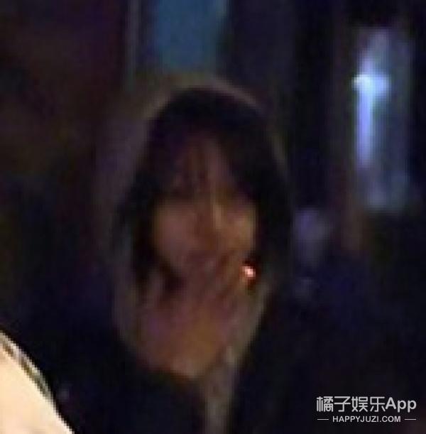 郑爽被拍到在街头抽烟?我们还是多多关注她的作品吧...