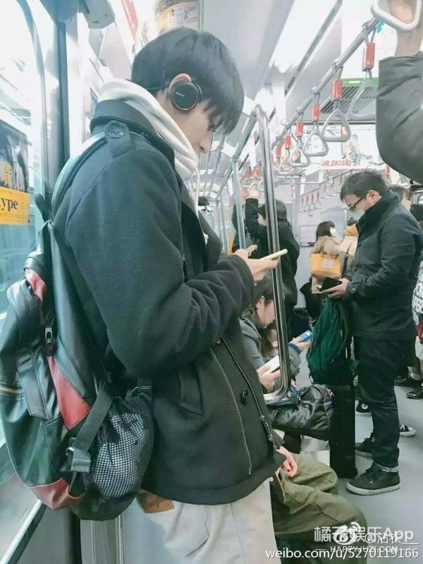 地铁上又偶遇好看的小哥哥了,这好事我怎么就碰不到呢?
