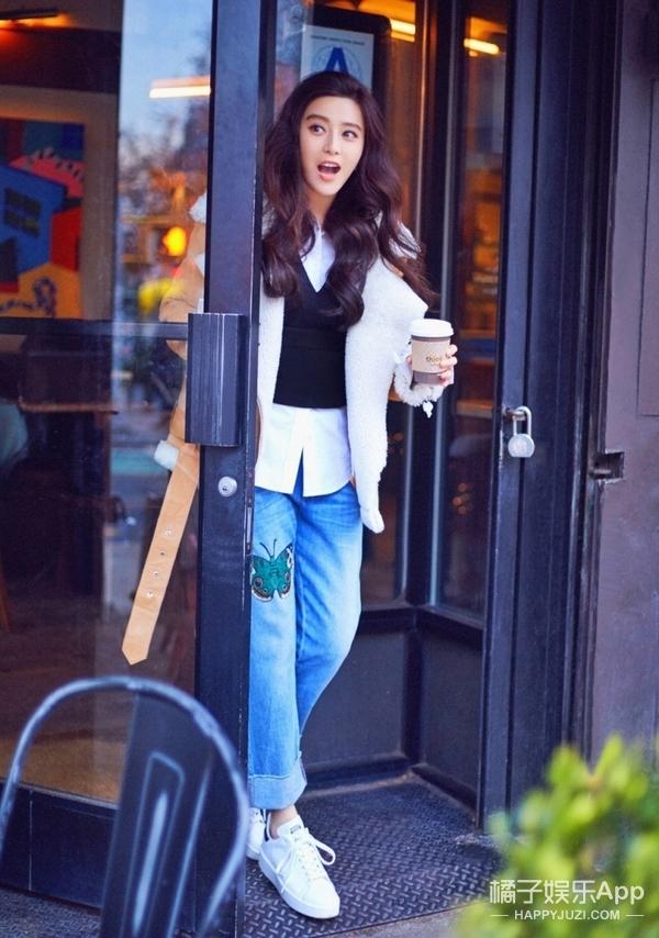 范爷拿着咖啡去工作,可我更关注她的早春穿搭!
