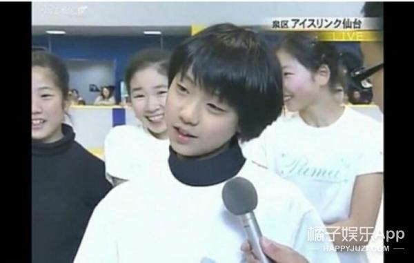 羽生结弦:双商超高、可酷可甜,被女孩抢着牵手的滑冰小王子