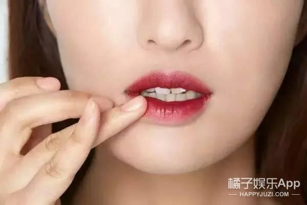 据说2017秋冬唇妆流行涂出界?Snogged Lips热潮要来了!
