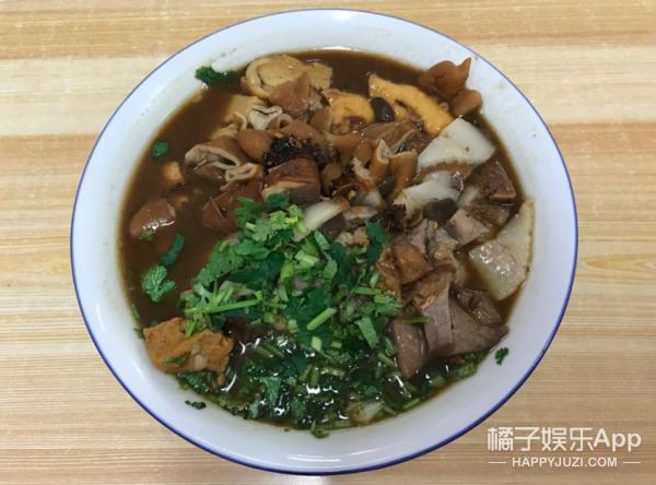 老北京最早的卤煮店,传了四代人,老远闻着就特香!馋死了