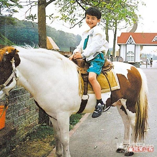 李国毅:新一代炸裂少女心的情话boy,还是个幽默活泼的段子手