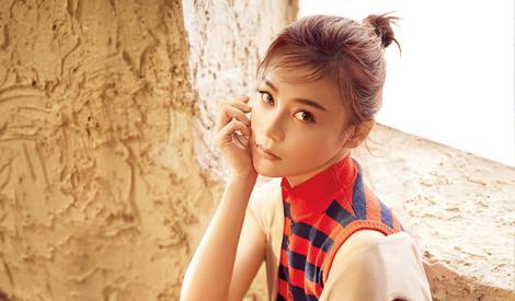 袁姗姗拍摄封面大片,她活力满满又随性