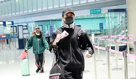 关晓彤机场飞奔,看来是快迟到了