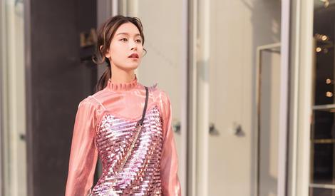 文咏珊行走春日街头 变身时尚风向标