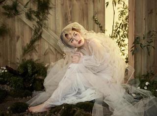 南笙晒婚纱造型写真,似花似精灵惹人怜