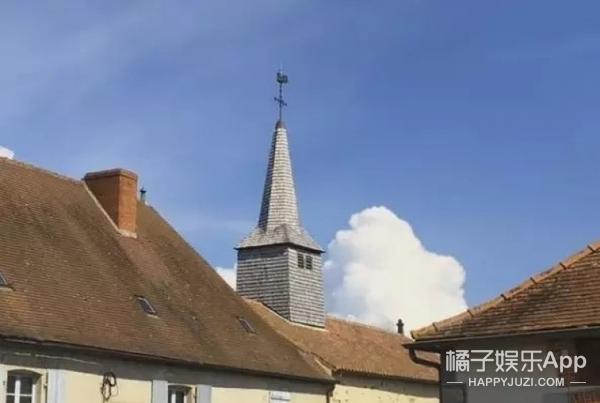 这个小镇大半个世纪第一次有婴儿出生,镇长懵了