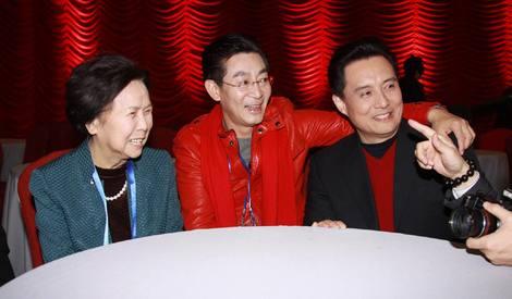 《西游记》导演杨洁去世  昔日与剧组成员合影