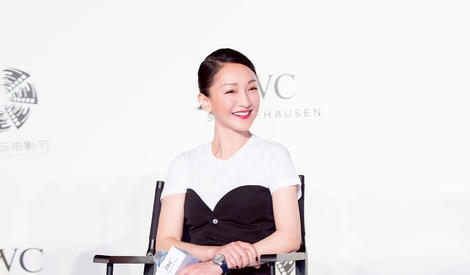 周迅黑白套装彰显品位  简洁优雅变身女总裁