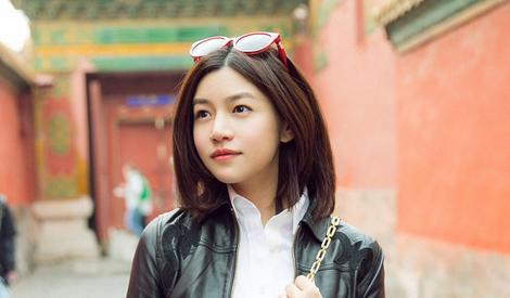 辣妈陈妍希游故宫 俏皮自拍似少女