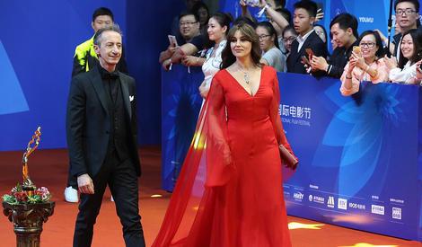 北京电影节闭幕红毯 女神贝鲁奇红裙惊艳亮相