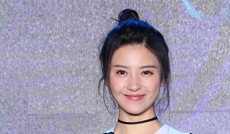杨子珊婚后越发少女 丸子头显可爱