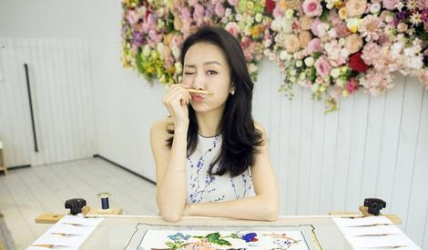 王鸥参加某活动 展优雅女人味