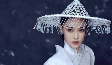 张馨予古风写真 展侠女风范