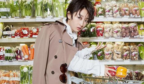 周冬雨超市主题写真曝光,古灵精怪惹人爱