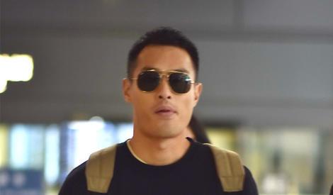 杨祐宁街拍:魅力型男低调沉稳