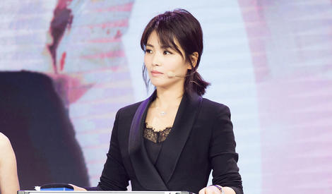 刘涛黑西装搭蕾丝透视裙 干练优雅