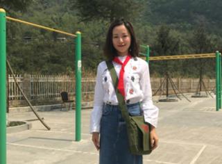 江一燕支教红领巾照似学生,自带气质穿搭美得挑不出毛病