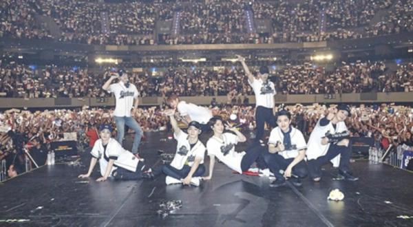EXO北美巡演引全球疯狂,朴灿烈蜘蛛侠扮相飙歌热舞