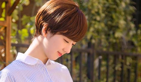 李凯馨甜美少女遇上初夏草莓