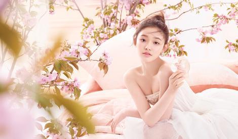 """初恋粉色系 """"美人鱼""""林允化身芭蕾少女"""