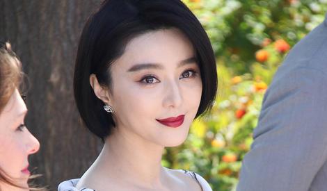 70届戛纳主竞赛评委亮相 范冰冰白裙超优雅