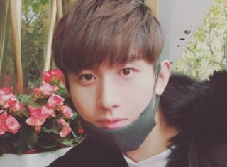 网友晒成毅李宏毅街拍,韩式刘海修长身材长得太像难分辨