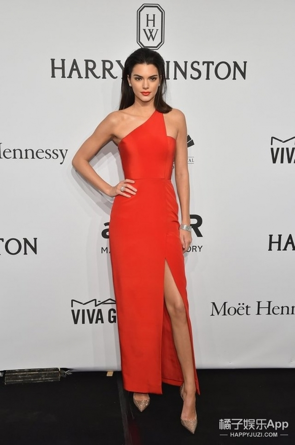 范冰冰刘雯戛纳红毯不约而同穿红色?那些撩到你的红礼服到底有多美!