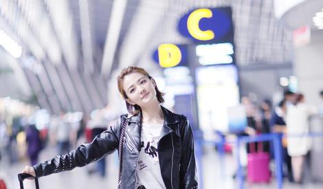 元气小姐姐徐璐告诉你 最简单的搭配也能很抢眼