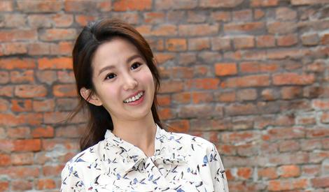自信的女生最美丽!郭书瑶笑容超阳光