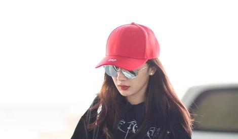 带货少女归来,杨幂的小红帽造型你喜欢吗 ~