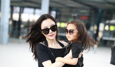 """母女""""闺蜜""""正确打开方式 李小璐甜馨互动超有爱"""