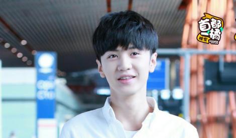 会穿的小弟弟陈哲远,笑容明朗又可爱