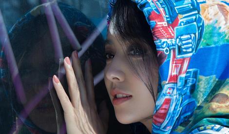 佟丽娅夏日写真,阳光下的静谧美人