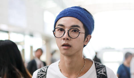 神奇口袋、蓝发带,华晨宇真是异次元花美男