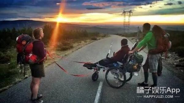 推着瘫痪的哥们步行500英里,这才是真正的好基友