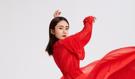 裙舞飞扬~刘芸红裙起舞超惊艳