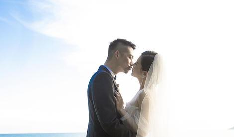 """""""天姗""""夫妇海滩拥吻 不再隔着屏幕道晚安"""