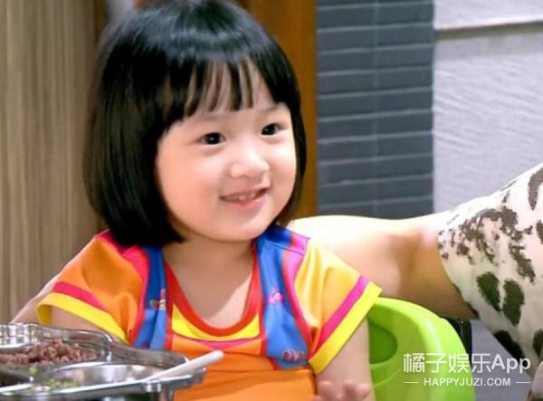 还记得《爸爸回来了》里吴尊的女儿Neinei吗?她现在长这样啦!