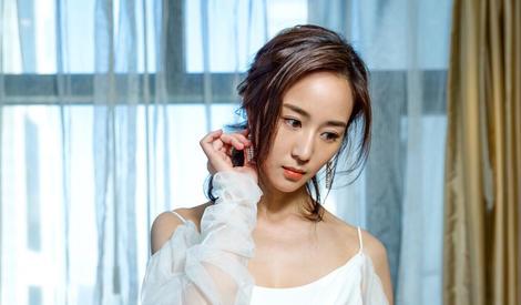 女神降临!白裙飘飘的张钧甯好像天使的模样