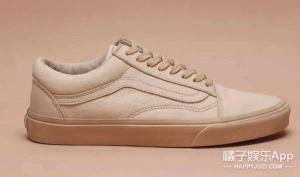 小白鞋已经OUT了,裸色运动鞋与夏季才是绝配!