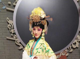 杨钰莹体验戏曲之美 优雅演绎粉墨人生