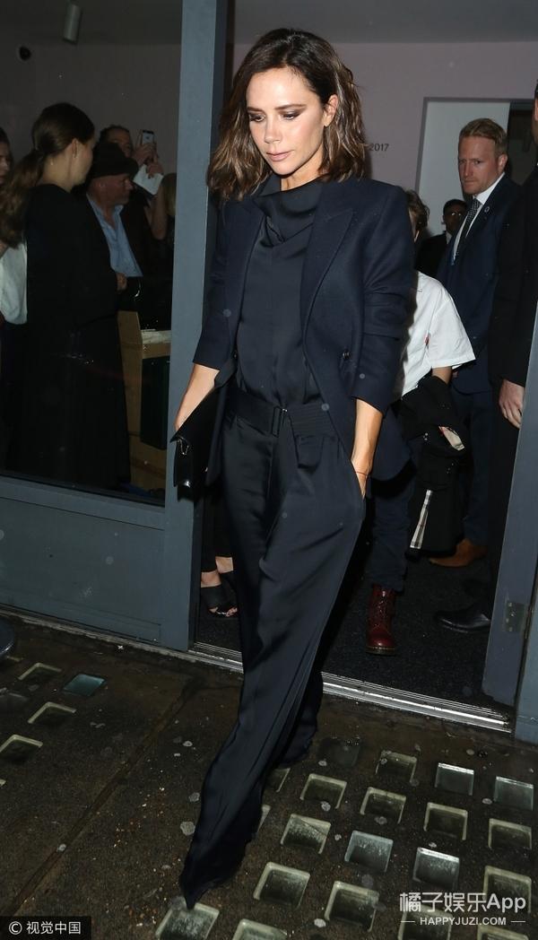 贝克汉姆一家现身大布的摄影展,个个打扮都时髦,不过小七去哪了?