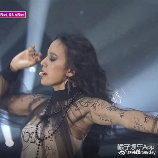 超酷!李孝利上台表演前让粉丝在身上签名,能签大腿但别摸!