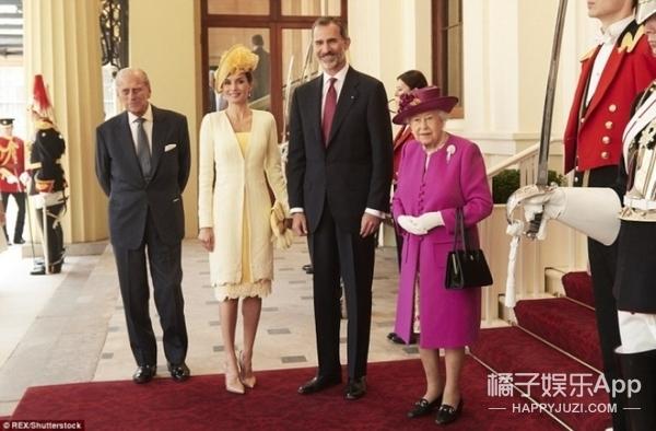王室衣品PK:西班牙王后和英国女王正面交锋,凯