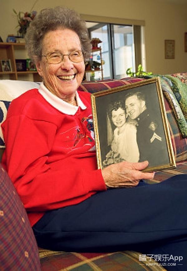 厉害了,这位86岁的老奶奶花8年时间拿到了博士学位
