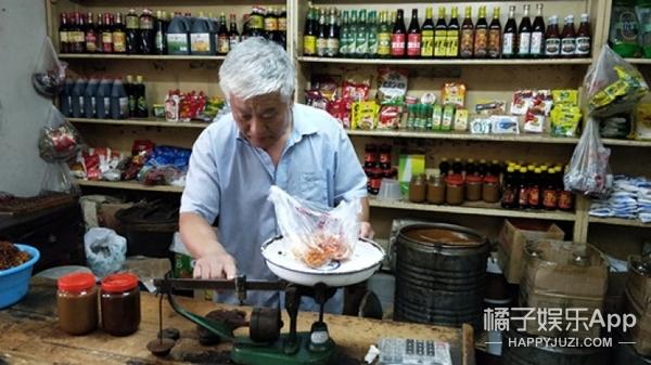 【守艺人】胡同深处的副食店里,隐藏着打二八酱的手艺人